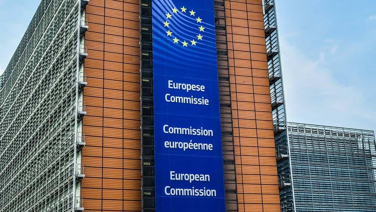 Bruxelles consiglia di usare Signal